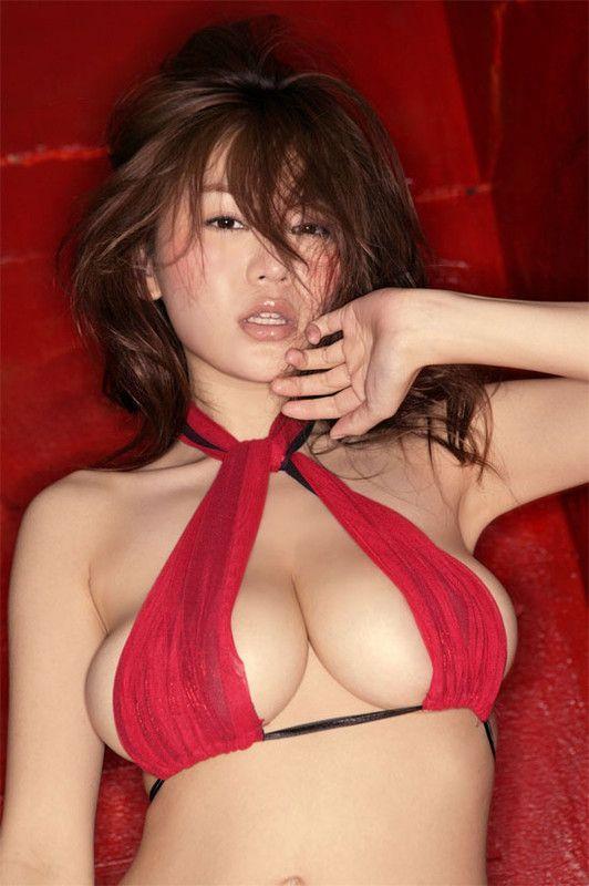 Asians nues aux gros seins